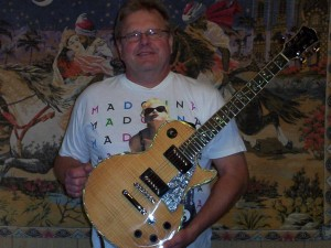 Marlon Kempmann with his new RWG limited edition, Bill MacKechnie SIGNATURE guitar.
